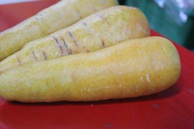 画像1: 沖縄産 【訳あり品】 香りまろやかな 黄色い 金美人参(3kg)セール品