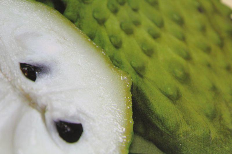 画像1: 【訳あり】沖縄県産アテモヤ 約2kg(6〜10個)とってもあま〜い山のアイスクリーム【発送時期11月〜3月】【配達日指定不可】 (1)